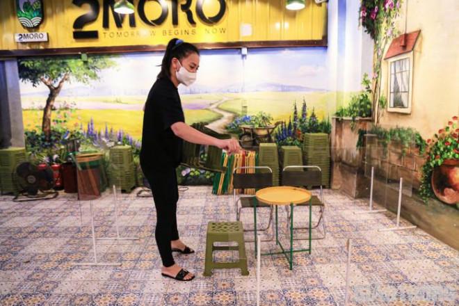 Hà Nội: Xuyên đêm dọn dẹp hàng quán để đón khách sáng 14/10 - ảnh 8