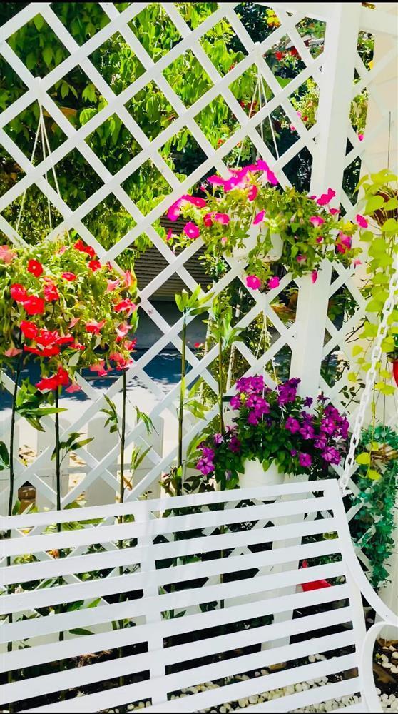 Vy Oanh khoe cận cảnh biệt thự ngập sắc hoa chồng tặng - ảnh 9