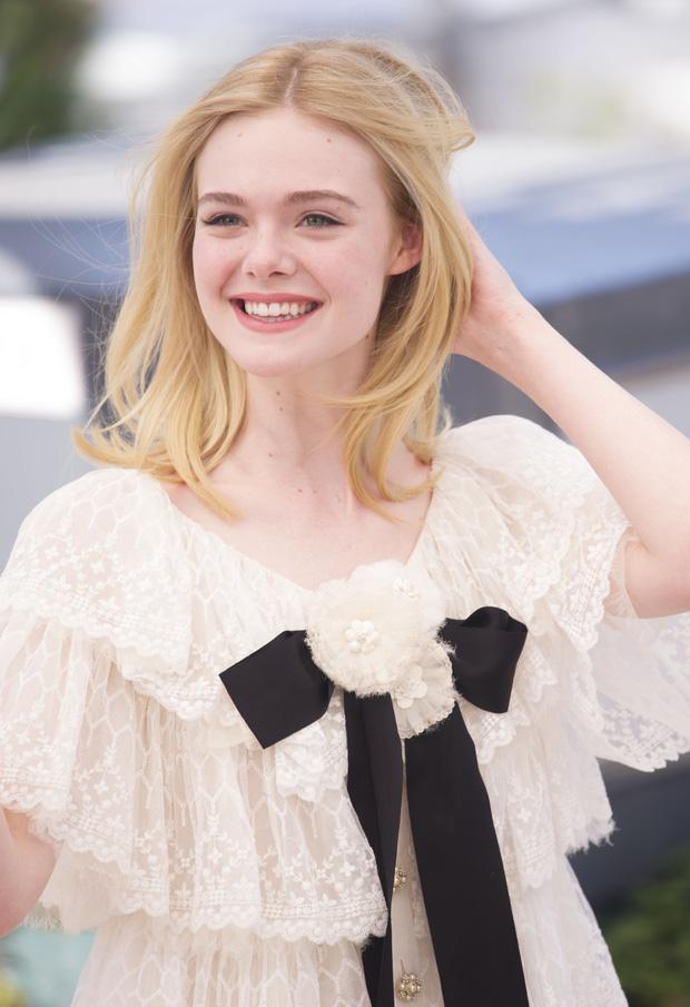 """Còn đâu """"công chúa"""" Elle Fanning đẹp như tiên tử ngày nào: Visual tuột dốc, sốc nhất là body lộ cả xương ngực - ảnh 12"""