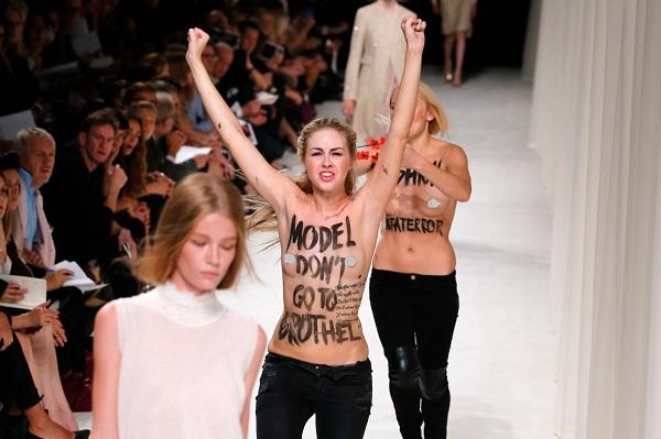 Những show diễn thời trang bị quấy phá bởi người biểu tình - ảnh 2