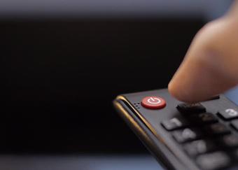 Những sai lầm tai hại khi tắt TV mà nhiều người gặp phải