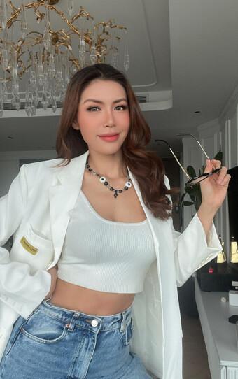 Cẩm Đan mặc set đồ tập ''mỏng dính'', Minh Tú khoe eo thon ngực đầy trong loạt ảnh tại gia