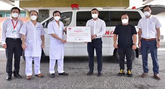 ''Sài Gòn thương nhau'' trao 1 xe cứu thương cho Bệnh viện Thống Nhất