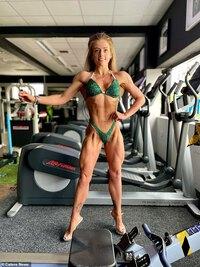 """Cô nàng giảm cân """"lột xác"""" trở thành một vận động viên thể hình"""