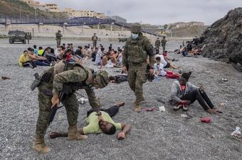 Thêm hàng trăm người tràn vào vùng Melilla của Tây Ban Nha