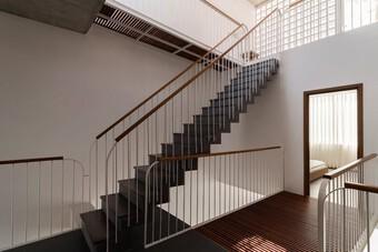 Bỏ túi 3 kinh nghiệm thiết kế cầu thang đẹp cho nhà phố