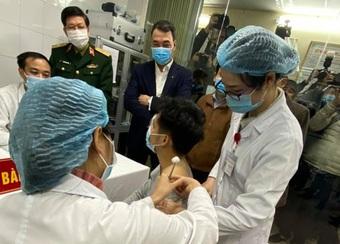 Đề nghị nhanh chóng hoàn thiện để xem xét cấp phép khẩn cấp vaccine COVID-19 'Made in VietNam'