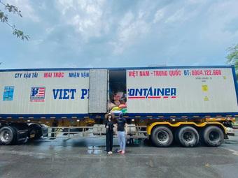 """Phản ứng đầu tiên của Thủy Tiên sau khi bị bóc """"nhận vơ"""" 1.000 tấn thực phẩm người Hà Tĩnh tặng Sài Gòn"""