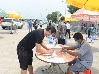 Muốn qua chốt kiểm dịch COVID-19 vào Hà Nội, người dân cần biết điều này