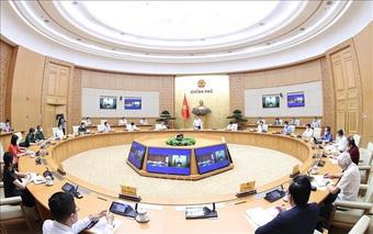 Thủ tướng họp các chuyên gia, nhà nghiên cứu, đốc thúc sản xuất vắc xin nội