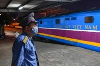"""3.000 người từ """"điểm nóng"""" Covid-19 phía Nam đi tàu chuyên biệt về Hà Tĩnh"""