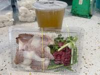 """Tích trữ hàng lít nước phở cấp đông trong chai nhựa vào ngày đầu Hà Nội giãn cách, người đàn ông """"lo xa"""" khiến ai nấy bật cười"""