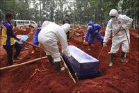 Dự báo thời điểm đánh bại Covid-19, nhân viên nghĩa trang Myanmar làm không ngơi tay