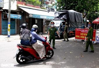 Đà Nẵng lập chốt kiểm tra ngẫu nhiên, phạt người ra đường không lý do