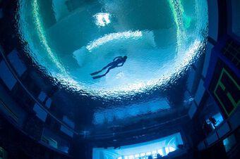 Bể bơi sâu nhất thế giới