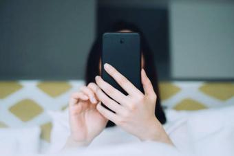 """Lộ tin nhắn với 10 cô, bạn trai nói """"đáp cho lịch sự rồi xóa vì sợ em buồn"""""""