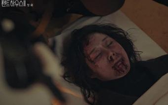 """Bà quản gia chết tức tưởi ở Penthouse 2 đã """"chuyển kiếp"""" sang Hospital Playlist 2 làm bác sĩ, """"dân chơi"""" nhìn phát nhận ra ngay!"""