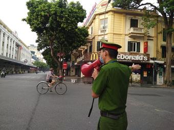 Hà Nội: Nhiều người ra đường không có lý do chính đáng bị xử phạt