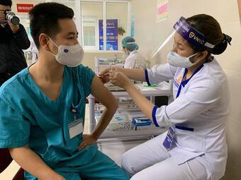 Bộ Y tế đề nghị hoàn thiện để xem xét cấp phép khẩn cấp vắc-xin COVID-19 của Việt Nam