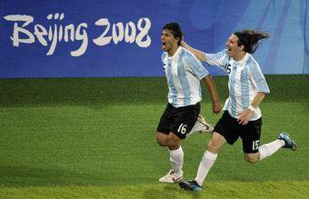 Tiền đạo trẻ MU: 'Ronaldo khó làm được những điều như Messi'