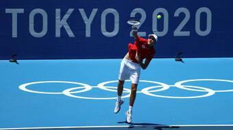 Djokovic ''tốc hành'' vào vòng 2 Olympic Tokyo 2020