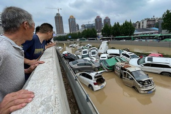 """Vì sao Trung Quốc dự báo sai trận mưa lũ """"nghìn năm có một""""?"""