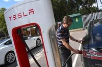 Tesla sẽ chia sẻ trạm sạc siêu nhanh cho các hãng xe điện khác