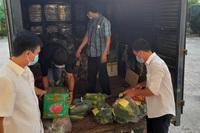 """Người dân Ba Tri gói ghém củ quả, trứng, cá khô """"tiếp sức"""" cho TPHCM"""