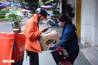 Đơn hàng online bùng nổ: Bên mua, bên bán đều vất vả