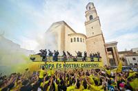 Tạo nên lịch sử trước M.U, Villarreal diễu hành ăn mừng hoành tráng
