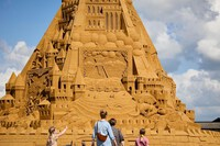 Mãn nhãn với lâu đài cát lớn nhất thế giới có chiều cao hơn 21m