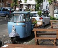 Ý tưởng lạ biến thùng ô tô thành công viên mini cho mọi người ngồi thư giãn