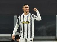 Chuyển nhượng 25/7: Tottenham muốn giải cứu Martial, Ronaldo ở lại Juventus