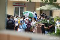 Bí thư Hà Nội chỉ đạo nóng: Dừng ngay điểm tiêm vaccine tại Bệnh viện E do tập trung đông người