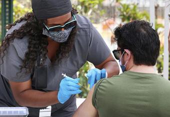 Các bang ở Mỹ đang tăng tốc tiêm vaccine trước khi chúng hết hạn