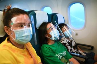 Sắc xanh áo bảo hộ phủ kín nhà ga hàng không Tân Sơn Nhất