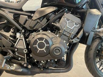 Honda CB1000R Black Edition 2021 đầu tiên về Việt Nam: Sơn đen ''toàn tập'', có cả công nghệ điều khiển bằng giọng nói như Mercedes
