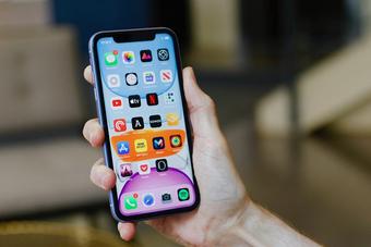 Apple khuyến cáo không nên dùng dung môi lạ làm sạch iPhone