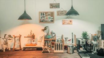 Tranh thủ giãn cách, tự học pha cà phê tại nhà