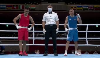 """Tự tin """"quẩy sớm"""" vì tưởng thắng được võ sĩ Việt tại Olympic, VĐV chuyển sang mếu máo khi nghe kết quả cuối cùng"""