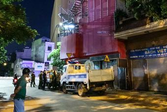 Cho gần 30 khách hát karaoke giữa dịch COVID-19 bất chấp lệnh cấm, nữ chủ quán ở Hà Nội bị khởi tố