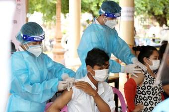Dịch ở Campuchia thuyên giảm, Indonesia tăng giường điều trị tích cực