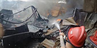 Cháy lớn thiêu rụi hàng nghìn mét vuông xưởng chứa phế liệu ở Hải Phòng