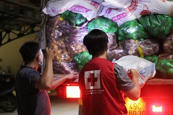 Thâu đêm đưa những ''vườn rau'' Lâm Đồng đến với Sài Gòn