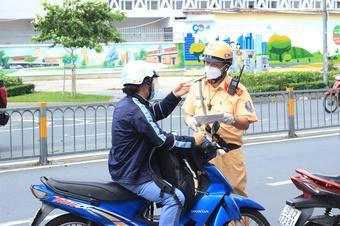 TP.HCM kiểm soát chặt người dân ra đường trong ngày tiếp tục áp dụng Chỉ thị 16