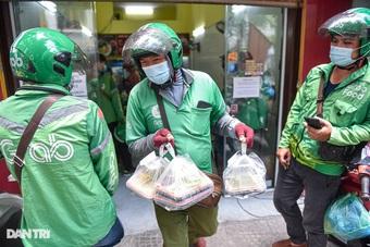 Hà Nội chỉ cấm shipper tự do trong thời gian giãn cách xã hội