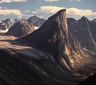 Vách núi thẳng đứng 105 độ, được đặt theo tên của một vị thần