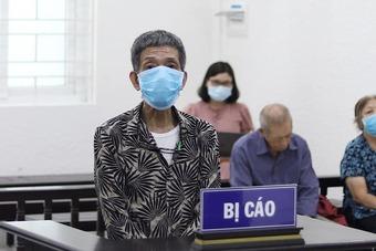 Nhát dao đâm vào ngực cha ở Hà Nội sau lời thách thức