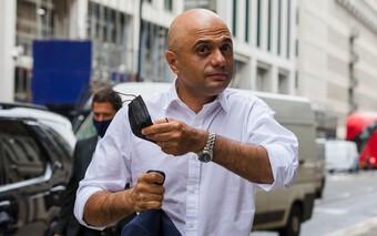 Bộ trưởng Y tế Anh bị chỉ trích vì khuyên người dân không 'co rúm người' trước virus