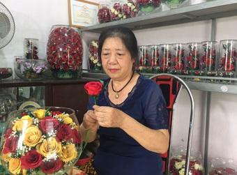 50 tuổi mới khởi nghiệp vẫn kiếm tiền tỷ mỗi năm nhờ hoa bất tử